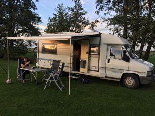 Komplett schöner 4-Personen-Camper