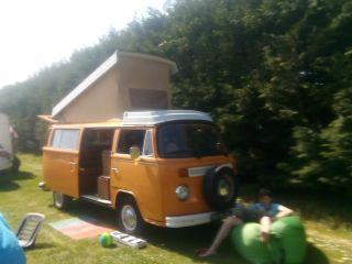 Hippie busje (VW T2B camper)