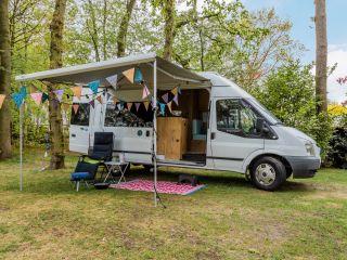 Villa Kakelbont  – Cozy 2 person Ford camper bus