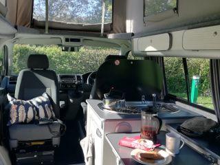2015 automatischer VW Transporter 140 TDI LWB Wohnmobil mit 2 Schlafplätzen