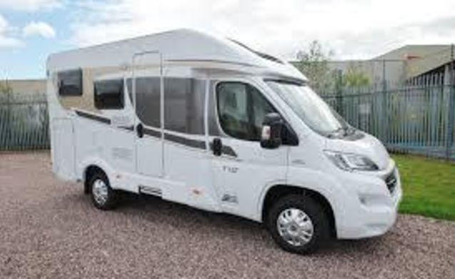 rent this carado t135 motorhome for 2 people in borken. Black Bedroom Furniture Sets. Home Design Ideas