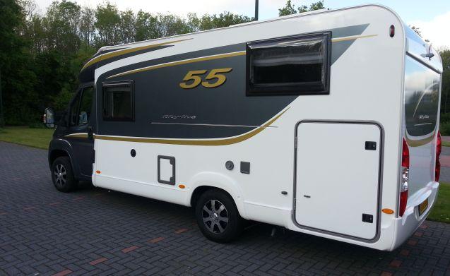 Supermooie spacious Bürstner Nexxo T 690 G 55