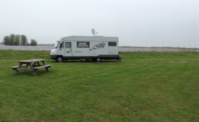 Fully equipped Mercedes camper incl. Free 1GB WiFi !!