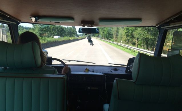 Grote Smurf – Retro Mercedes Hymer camper voor echte avonturiers