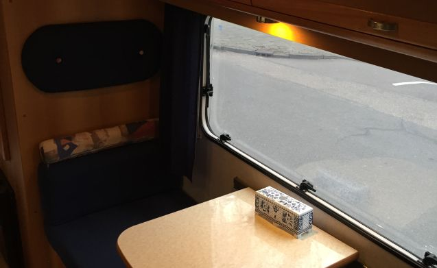 ruime camper – Nice spacious camper with stove and oven, suitable for family with children