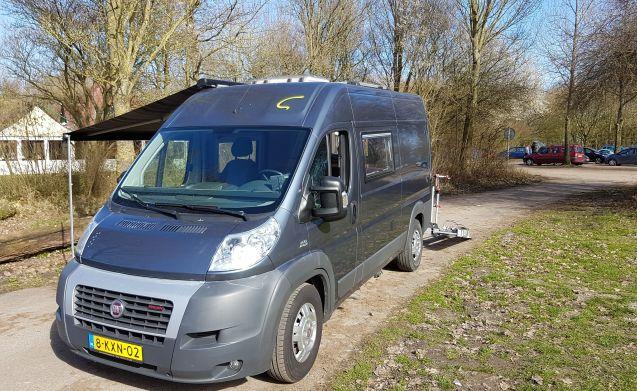 Super rijdende en comfortabele compacte camper: een buscamper.