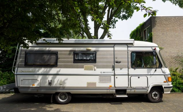 Tough Retro Camper Hymer Mercedes S Class 6 pers.