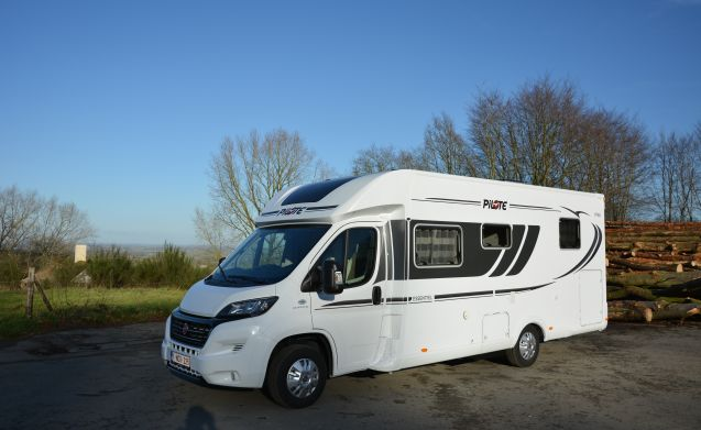 Discover France by motor home