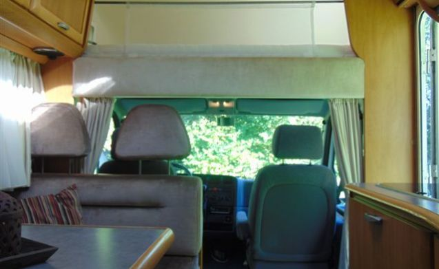 Pretty neat and comfortable 6 seater Hymer