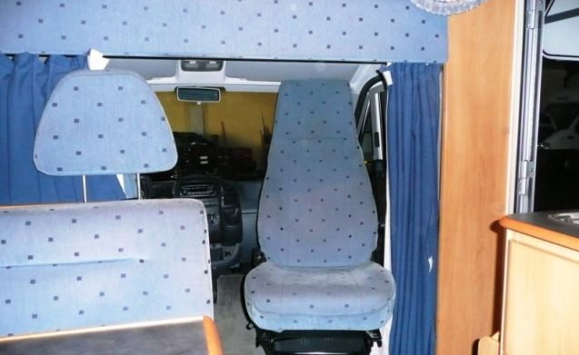 107 – Hymer Camp GT - 6 sleeping places - fixed beds and complete inventory