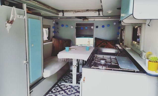 Dodgie – Special vintage Dodge w200 ambulance camper
