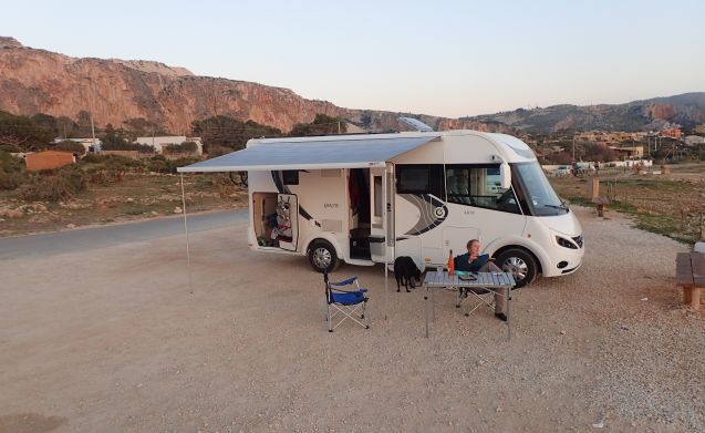 Exaltis 6010 – Luxurious Integrated Motor Home