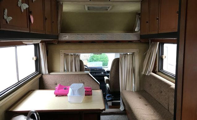 Clou – Beautiful Spacious Retro Camper - Automated on LPG - Mercedes Clou 570