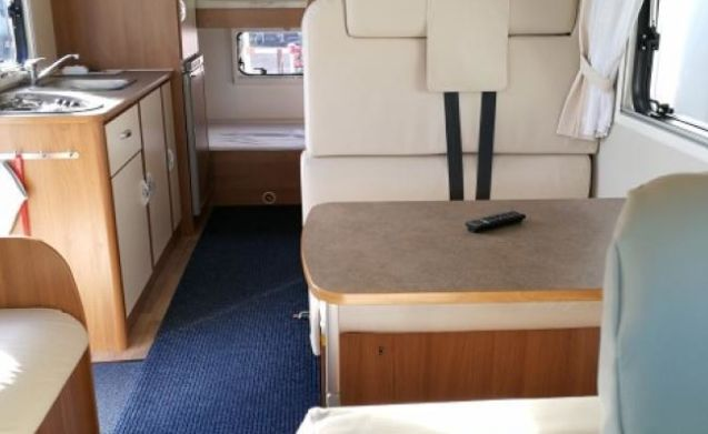 G-type – Economical spacious family camper, TV, 2x air conditioning, navi, 200 extras