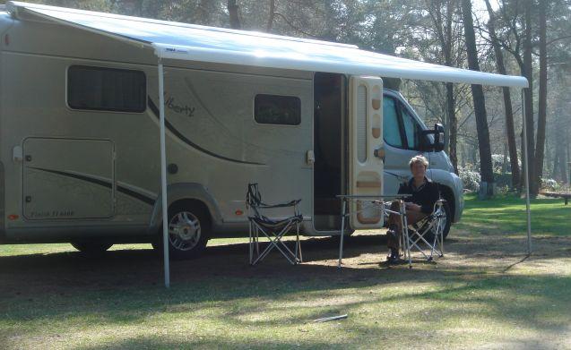 Camper LMC huren en grenzeloos genieten van vrijheid en comfort!