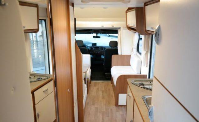 G-type – Geräumige und wirtschaftliches Familienwohnmobil mit Winterreifen / Schneeketten