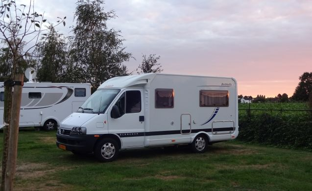 Gobebus – Heerlijke camper met Frans bed slechts 5,60 m