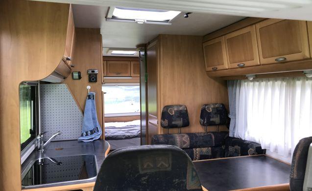 Hymer B644 - ruime en complete camper voor 6 personen