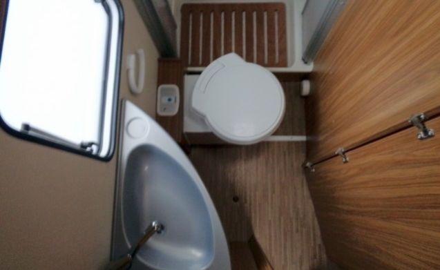 Ruime camper voor 4 personen, frans bed / CF4