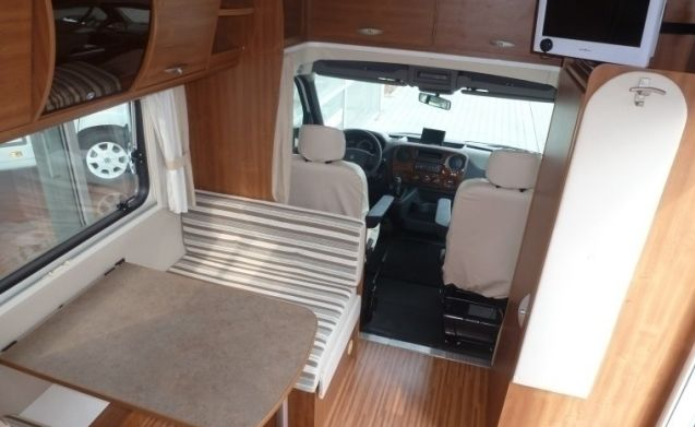 Spacious camper for 4 people, French bed / BF4