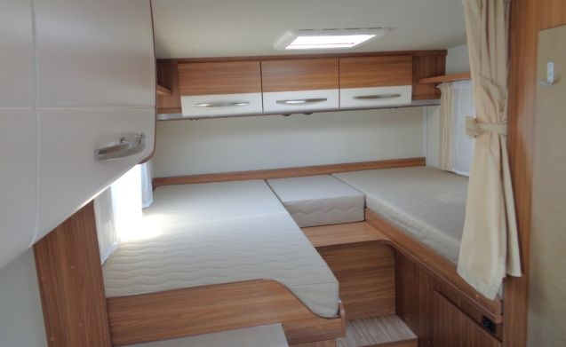 Spacious camper for 3 persons, single beds / CSB3