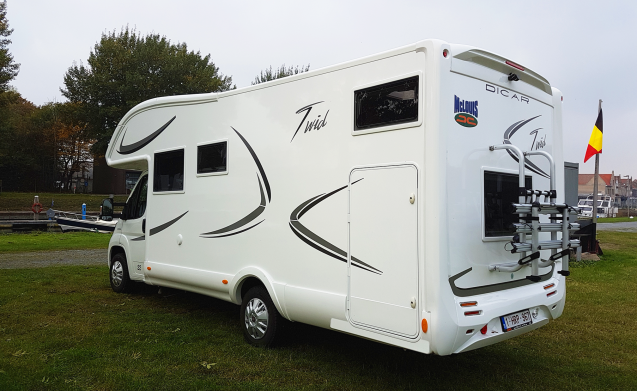 Exceptionally spacious motorhome - around Aalst