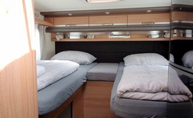 Ruime camper voor 4 personen, enkele bedden / PSB4