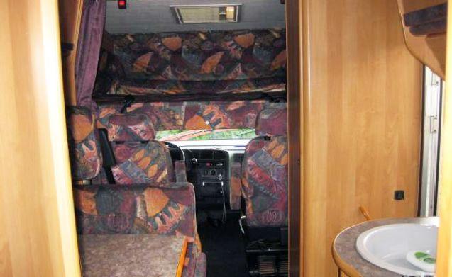 Weinsberg spaziosa camper familiare con letto trasversale e letto ribaltabile! La consegna è possibile