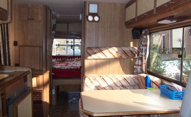 Cozy 2/4p Pilots on LPG: bedroom, child-friendly, roof racks.