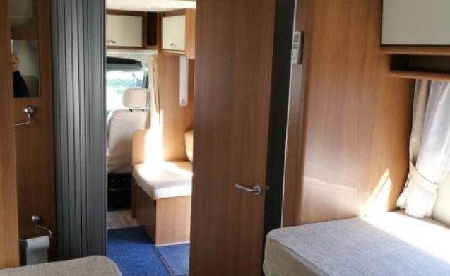 B-type – Modern semi-integral camper with TV, air conditioning and 200 free extras