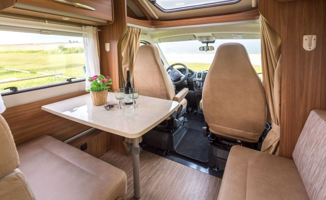 3) Luxury 4 person camper!