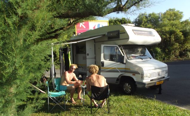 Compact, complete and comfortable 4-person Peugeot camper