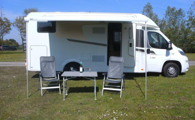 Ampio camper per 4 persone, letto francese / CF4