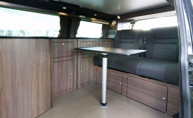VAN DIESEL – Sportivo VW T5 2.5 TDI Ampio vano a lungo ruote Pop Top Camper
