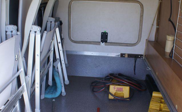 Beemster 4 – Mooie Hymer B644  familiecamper, veel ruimte en comfort!