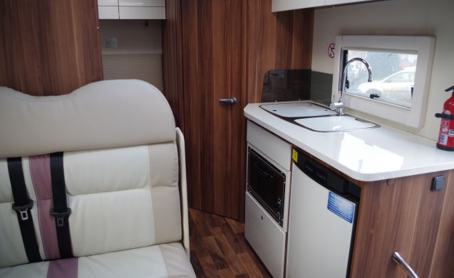 4 BERTH LUX MOTORHOME WITH FIXED BED FOR HOLIDAYS FOR WONDERFUL ADVENTURES