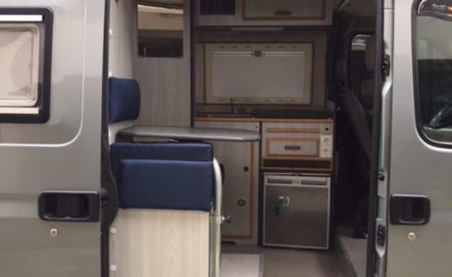 Camper compact with fixed bed. Pick up and return on Sunday.
