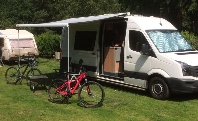 Beautiful spacious Volkswagen bus camper with 2 sleeping places and 4 seats