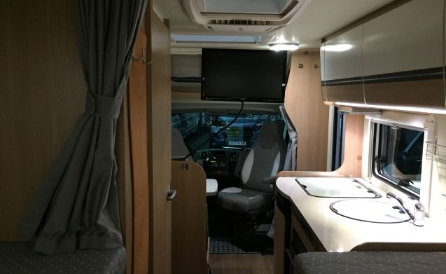 Compact luxury camper with single beds, TV and air conditioning