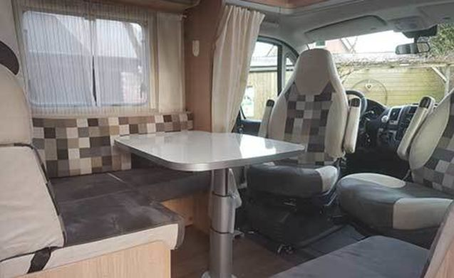 Ruime familie camper – A02 - Sunlight T68 (automatic)