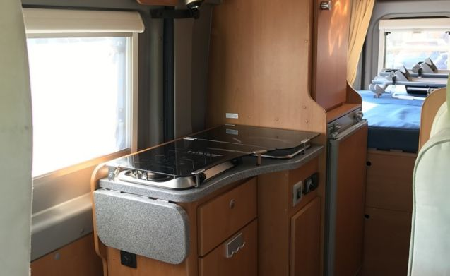 very luxurious 2 pers BUS camper 6 accelerate. air conditioner