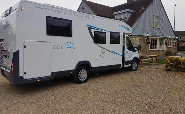 Zefiro 696  – Luxury 5 Berth with Separate Bedroom & en-suite