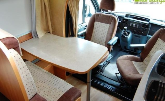 Onze mobiele trots – Beautiful 3 person half integral camper FOR RENT. Year of construction 2011!