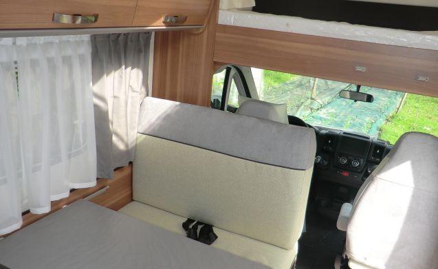 Wohnwagen Doppelbett Etagenbett : Wohnwagen swift challenger mit separater dusche youtube
