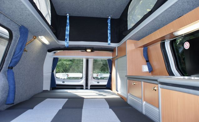 On the move – New built-in Bus Camper