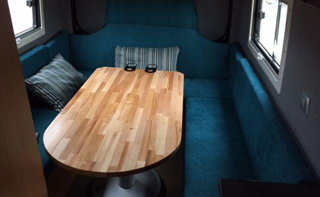 Mr. White – Beautiful Mercedes Sprinter bus camper