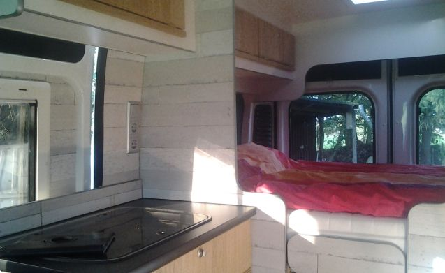 Nice, well-equipped bus camper for rent! 2 persons bj 2013