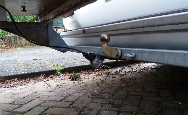 Ruime sterke camper met vast bed en grote drager (motor/scootmobiel/etc)