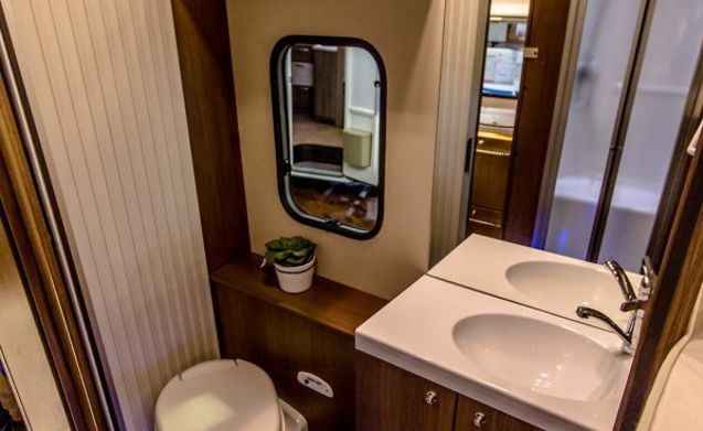 Superb Roller Team motorhome (H01) - fully equipped