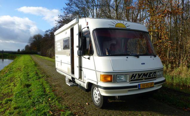 """"""" Onderzeeer """" – HYMER B564, zeer nette en frisse camper!"""